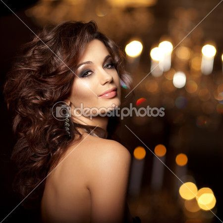 Luxury young woman in expensive interior. Girl with flawless mak — Stock Image #51087347
