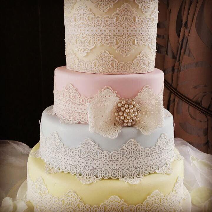 Pastel & Lace #WeddingCake for Cal & Jess