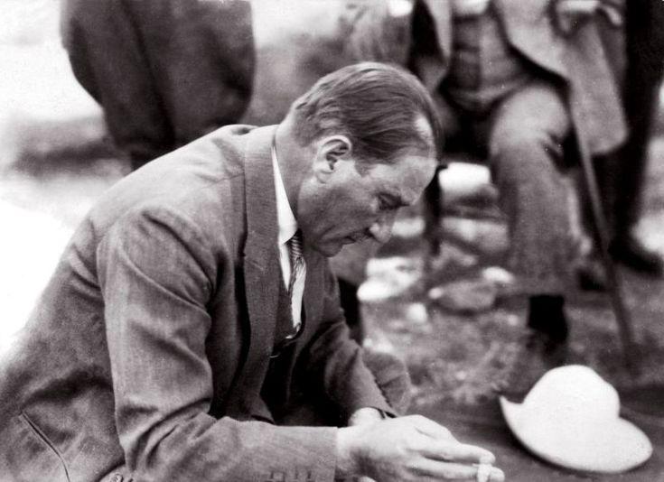 Atatürk'ün; fes, kavuk, külah, takke, sarık ve cübbeyi tarihe gömen sözü: | MustafaKemâlim