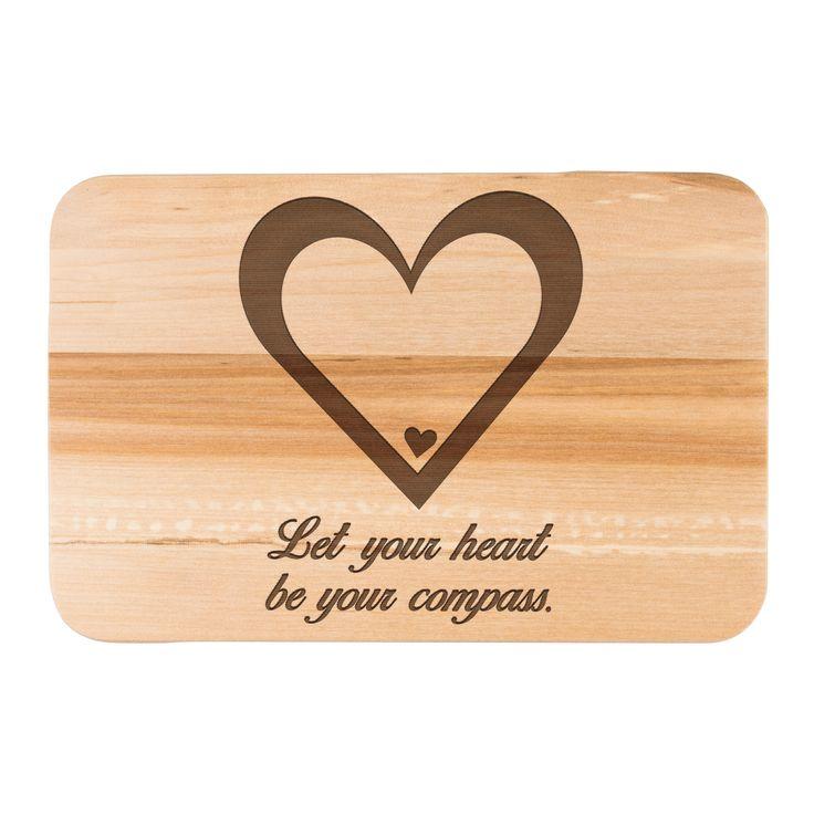 Früchstücksbrett Herz aus Birkenholz  natur - Das Original von Mr. & Mrs. Panda.  Ein wunderschönes Holz Frühstücksbrett von Mr.&Mrs. Panda aus edler und naturbelassener Birke.    Über unser Motiv Herz  Wir haben etwas auf dem Herzen, können jemanden ins Herz schließen, mit ihm ein Herz und eine Seele sein oder jemanden das Herz brechen. Das Symbol Herz, steht nicht nur für die Liebe, sondern auch für Leben. Das Herz ist ganz klar, das Symbol der Liebe und des Lebens und die Liebe ist eine…