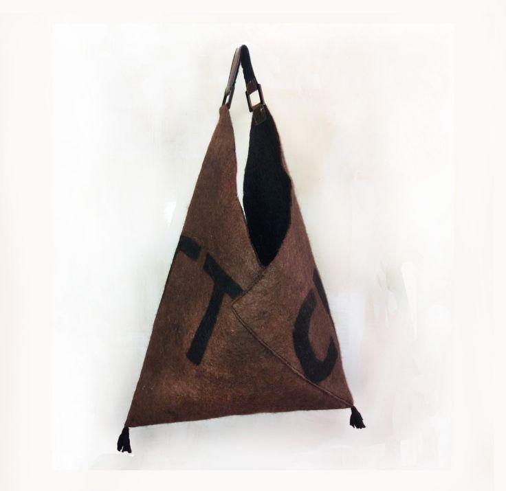 Per tutte le età, una borsa feltrata a mano che trae spunto dallo stile degli…