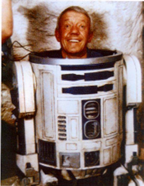Morreu Kenny Baker, o R2-D2