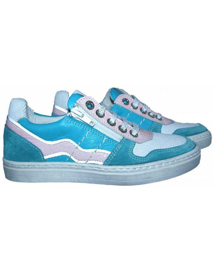 Piedro sneaker - Turquoise met licht roze. Materiaal buitenkant; leer met suède. Materiaal binnenkant; geheel leer gevoerd tot aan de tenen.