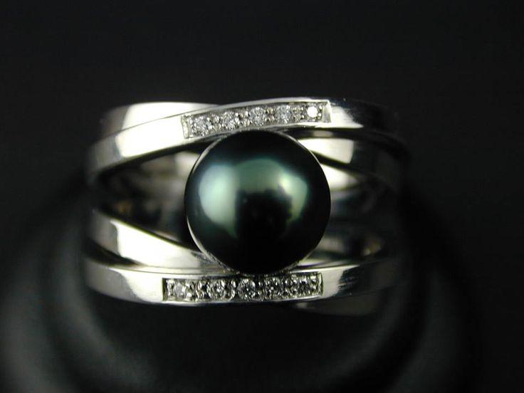 bague or blanc perle de tahiti - création Xavier jarnage Joaillier à Bordeaux