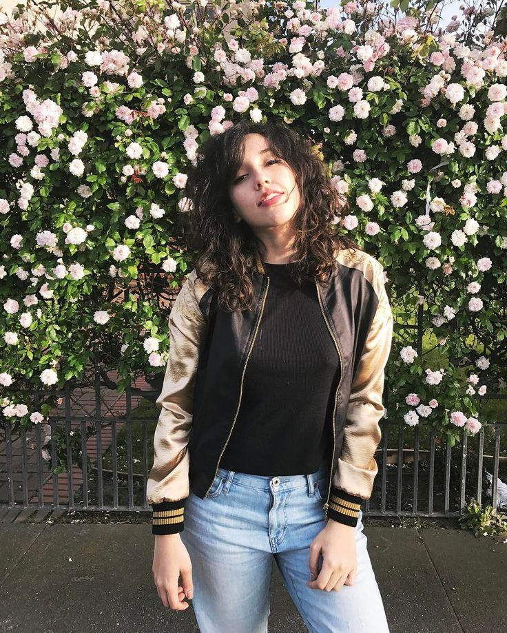 Curly Hair. Bruna Vieira em transição capilar. Foto em San Francisco - USA. Jaqueta Guapo Teen.
