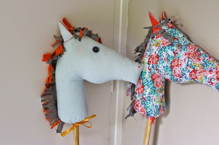 "I made 2 Stick horses for my 'horses"" birthday party that will happen next week.  It was great fun , and so easy to put together.   J'ai f..."