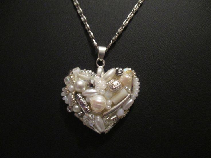 Pendentif coeur brodé de perles : Pendentif par patcreations