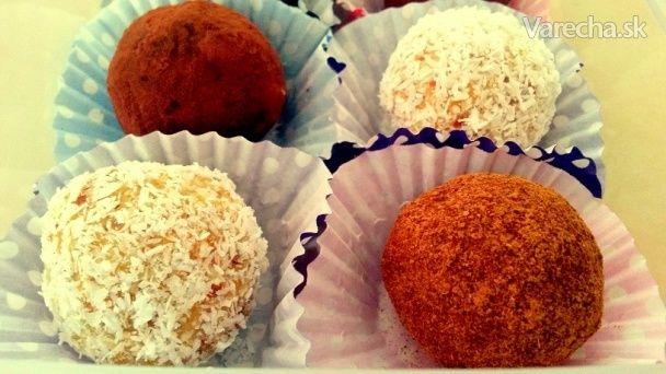 RAW marhuľovo-mandľovo-kokosové guľôčky - Recept