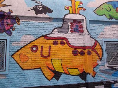 En Avenida Dorrego al 1900 Palermo Hollywood (Buenos Aires, Argentina) podes encontrar a estos graciosos..      Chanchos Voladores!!!