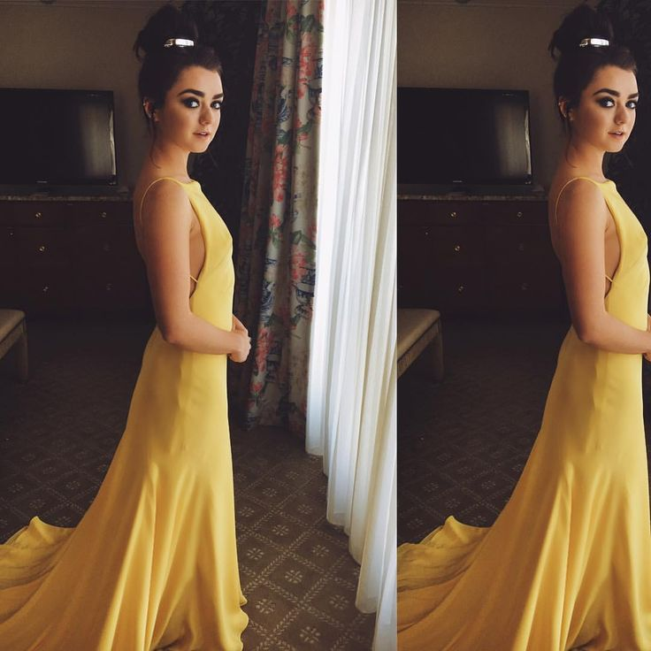 """703.5 mil curtidas, 3,445 comentários - Maisie Williams (@maisie_williams) no Instagram: """"channeling belle with a side order of tiana  Styling: @harrietbyczok  Dress: @ongoajpairamofficial…"""""""