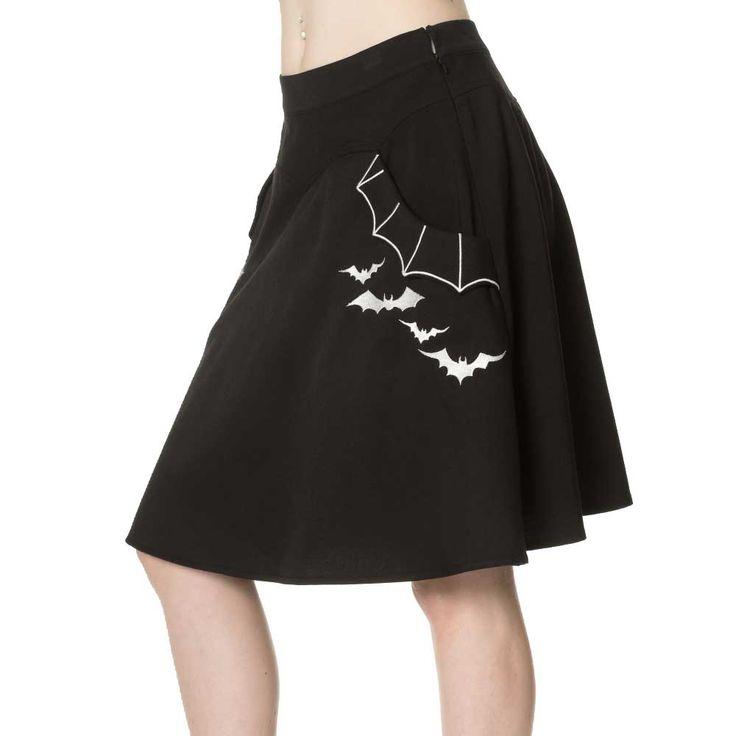 Banned. Een zwarte rok met vleermuizen zakken aan beide kanten. Aan de zijkant zit een ritssluiting.