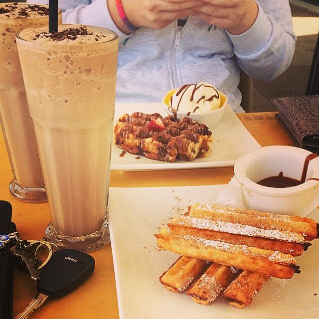 A sinful breakfast indeed! @anna.ayoub shares her churros and waffle, with yummy milkshakes! #oliverbrown