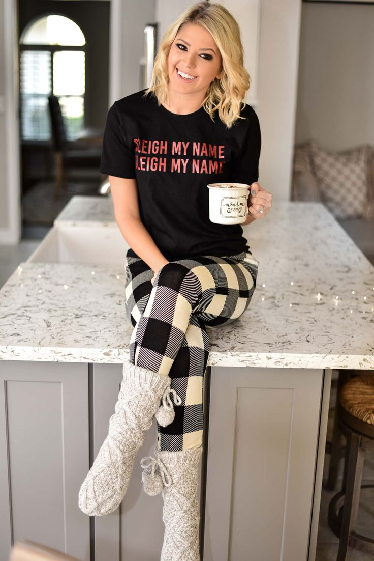 Erin Elizabeth of Wink and a Twirl in Pink Lily Loungewear  #pinklilystyle #HolidayStyle