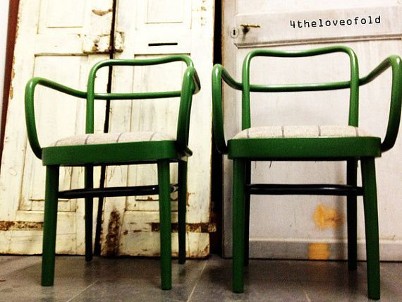 Couple of 40s painted wooden chairs. Coppia di sedie anni '40 in legno dipinto.