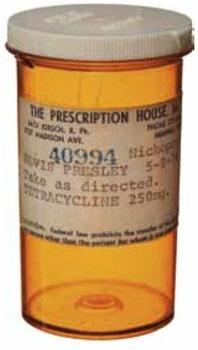 Frasco de pastillas vacío que uso Elvis Presley, conserva la etiqueta de prescripción  de 1974; hoy tiene un precio base de 1000 dólares (4300 bolívares al cambio)