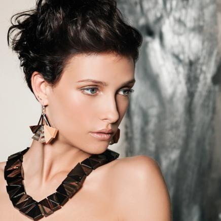 Collier/necklace: RUBEKIA 01-noir/black Boucles d'oreilles/earrings: TULIPIER 01-C