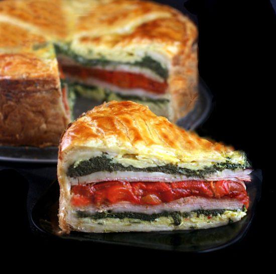 Tourte Milanese - camadas de ovos com ervas, presunto ou peru, queijo e legumes envolto em massa folhada!  Um grande stunner brunch e fácil!