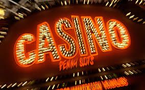 Playing online casino games are more popular and more popular. Mostly play With the online slots is very popular. When you think about it, this is quite logical. No new game has so many changes and improvements seen as the slots in the past 10 years. From the traditional slots with three rows of the spectacular and exciting video slots with 5 rows, where there are several chances of winning. You can play these slot machines with many different paylines so the odds are a lot larger.