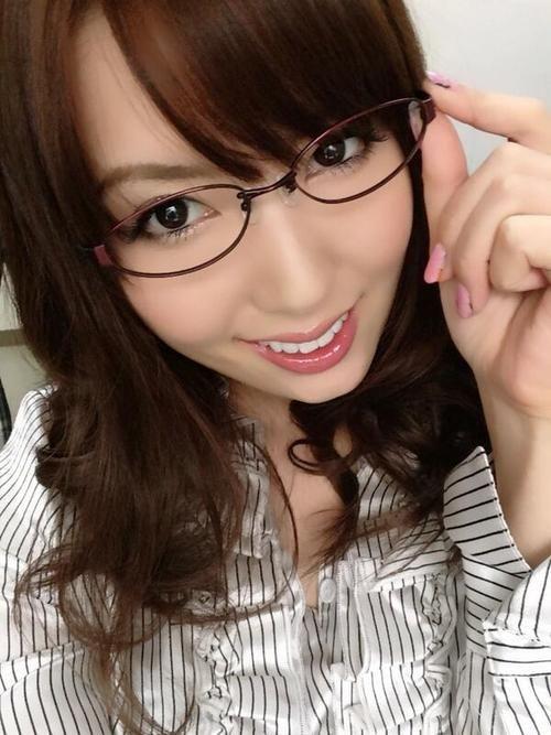 RT @hatano_yui: めがねっ!(✪▽✪) http://flip.it/IugM6