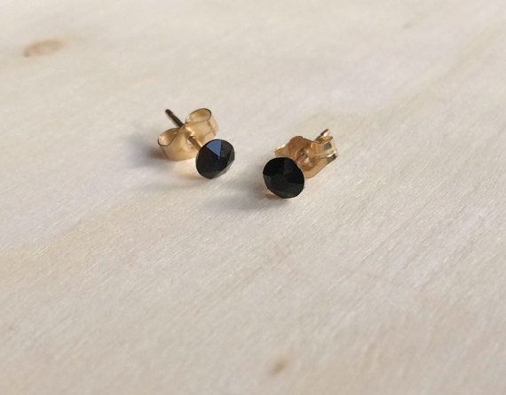 Pendientes negros mini, pendientes negros, pendientes Swarovski, pendientes mini, pendientes oro, pendientes minimalistas, joya negra