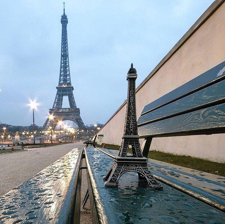 La tour Eiffel voit double