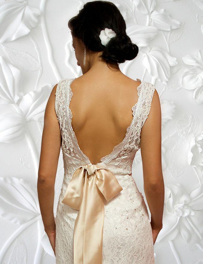 Rochie de mireasa cu spatele gol