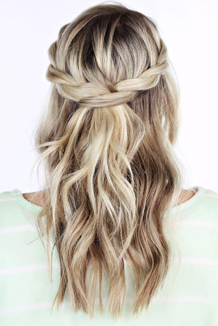 25 Homecoming Hairstyles We Love You Ll Have A Gorgeous Crown Fit For A Queen For This Homecoming Dance G In 2020 Hair Styles Homecoming Hairstyles Long Hair Styles