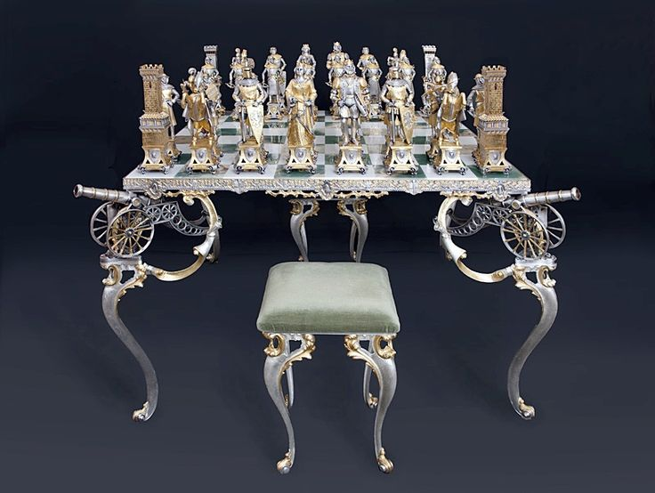 Antique Chess Set Game | Antique neoclassic chess set.