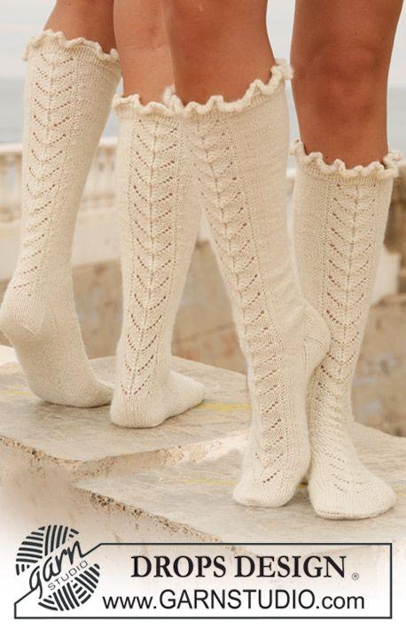 "Lange DROPS Socken in ""Alpaca"" mit Lochmuster. ~ DROPS Design"