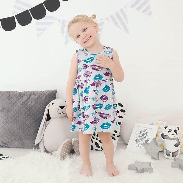 Веселые трикотажные платья с поцелуями💜💙 Зимой можно носить с водолазками. Есть водолазки в комплект фиолетовые и бирюзовые. 👄92% хлопок, 8% лайкра 👄Размеры: 86,92,98,104 👄980 руб.