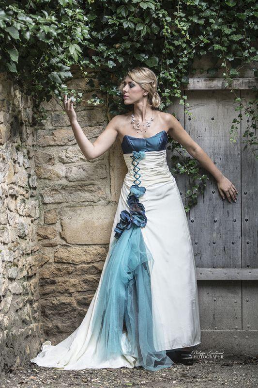 ROBE DE MARIEE turquoise et ivoire, transformable, en taffetas et tulle | Carole CELLIER, créatrice de robes de mariée (photo Philippe Guilloud) #robedemarieeturquoise #robedemarieeevolutive #robedemarieetransformable