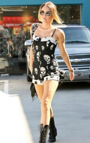 Miley Cyrus Rockin Some Skulls