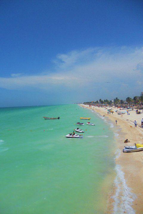 Progresso Beach: Merida City,Yucatan State,Mexico. // Playa Progreso,Mérida,Yucatán,México