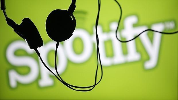 Filtran las contraseñas y datos personales de usuarios de Spotify «TechCrunch» asegura haber confirmado que las cuentas «se vieron comprometidas hace sólo unos días» a pesar de que la popular plataforma de música asegura no haber sido «hackeada» y que los datos de registro los usuarios «están seguros» Spotify asegura que los datos de los usuarios están seguros