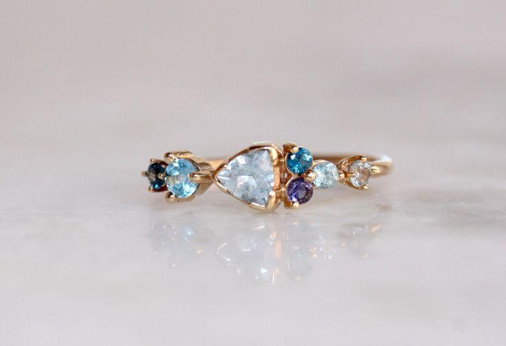 14 k Cluster Ring, iets blauw, aquamarijn, blauwe topaas, Solid Gold, Iolite, blauwe Zirkoon, edelsteen Ring, gemengde stenen Ring biljoen Ring door LieselLove op Etsy https://www.etsy.com/nl/listing/454930854/14-k-cluster-ring-iets-blauw-aquamarijn