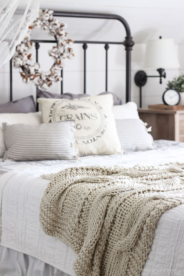 Quick Easy Charming Fall Farmhouse Home Decor Ideas The Cottage Market Home Decor Bedroom Farmhouse Style Master Bedroom Farmhouse Bedroom Decor