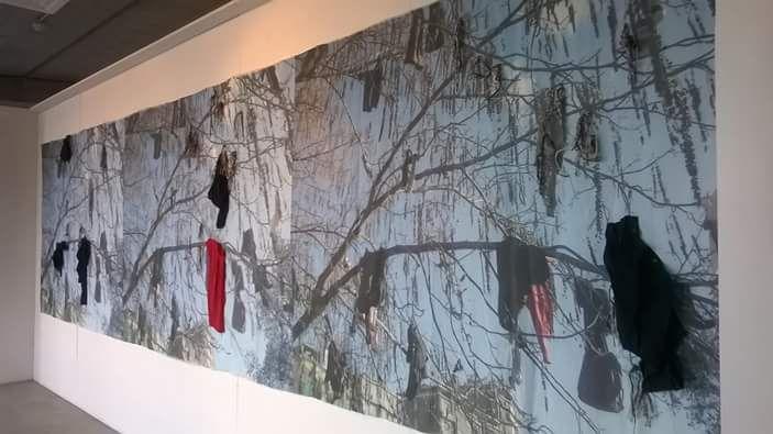 Opera dell'artista Gio.da Migration – 2014, lino, tela, canapa, indumenti, 150x600 cm. #arte #artecontemporanea #art #contemporaryart #artista #artist #fiber #fiberart