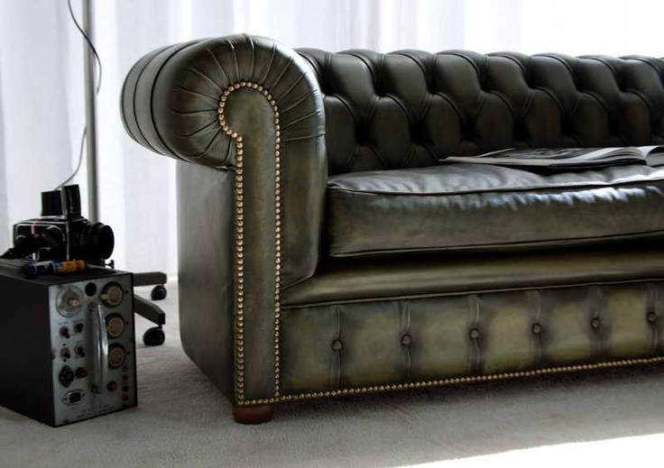Richmond Chesterfield Sofa - detail