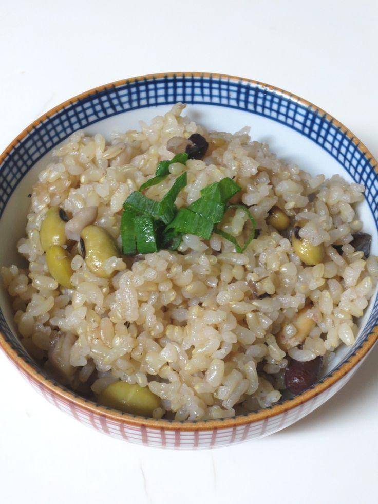 江戸時代の飯・炒り大豆の香ばしい奈良茶飯    煎茶と炒り大豆の香ばしい奈良茶飯です。 三種類の豆にエノキダケ入り。