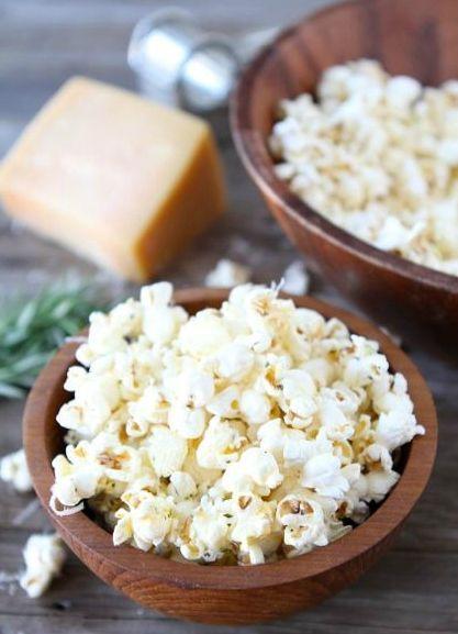 Parmesan-Garlic Popcorn / 19 Creative Ways To Flavor Popcorn