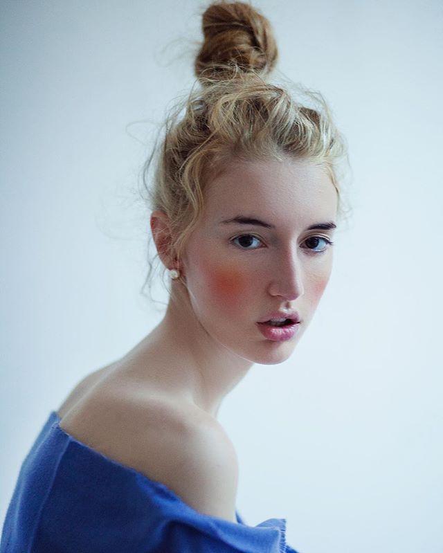 Model feature @issiecarey 😍Photo Oriana Layendecker •www.lucysmagazine.com•  #Photography #models #followme #instafashion #inspiration #like #pretty #beauty #beautiful #lucys #lucysmag #LucysMagazine #art #model #models #photoshop #photooftheday #Photo #MAKEUP #makeupaddict #makeupartist #lips #lipstick #eyes #eyemakeup #sexy  #cute #summer2016 #summer #fall