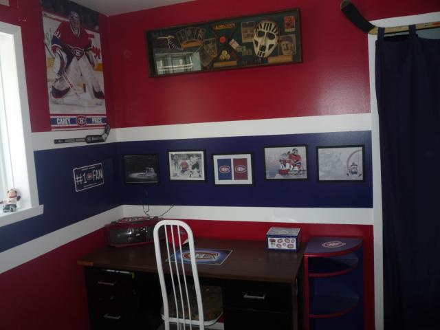 sports theme room for kids.... Replace blue stripe with cork board....also love hockey stick for curtain rod