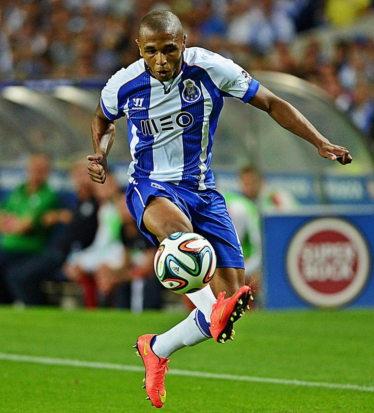 """#Brahimi gets better each day"", says Julen Lopetegui: http://bit.ly/1tvmRTX . Do you agree? #FCPorto #SomosPorto"