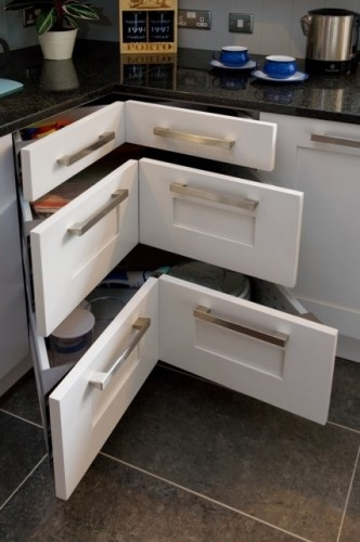 This solves awkward corners in the kitchen!Ideas, Kitchens Design, Lazy Susan, Traditional Kitchens, Corner Drawers, Kitchens Drawers, Corner Cabinets, Kitchens Cabinets, Kitchens Storage