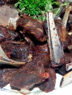 Tasso: Pour les Haïtiens, Tasso est le plus souvent fait avec du bœuf ou de chèvre de temps en temps avec de la dinde. La saveur très particulière et délicieuse de la viande se perpétue dans cette version facile à réaliser.