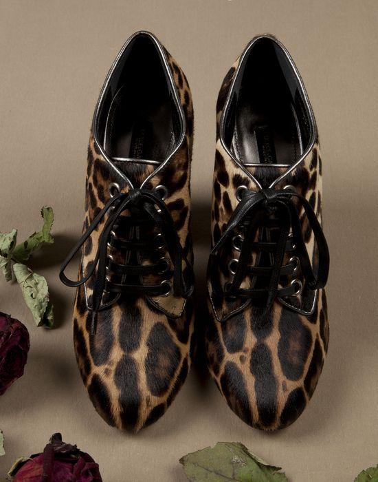 БОТИЛЬОНЫ VALLY ИЗ ВОРСОВОЙ КОЖИ С ЛЕОПАРДОВЫМ ПРИНТОМ - Обувь на шнуровке - Dolce&Gabbana - Зима 2015