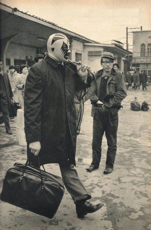 """cazadordementes:  """"  Mil máscaras en Japón década de los 70s. """""""