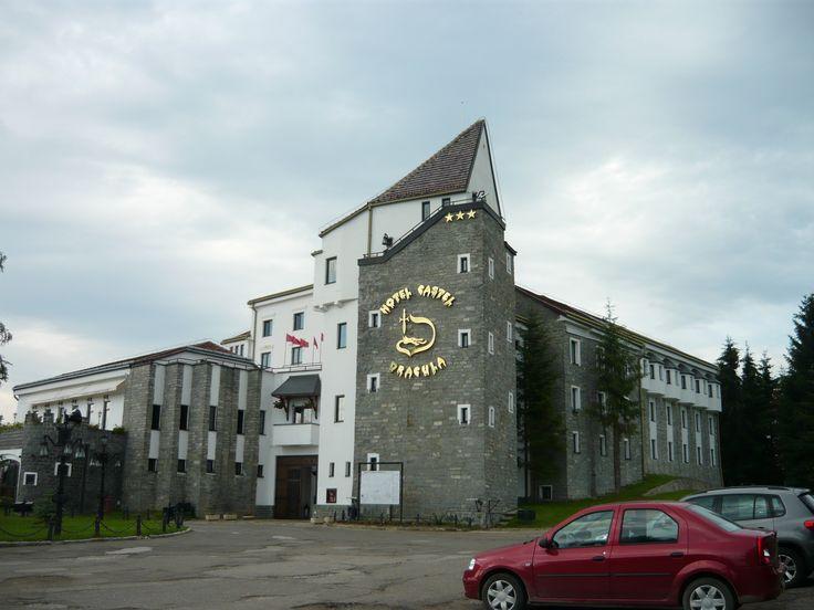 Pasul Tihuța, hotel Castel Dracula