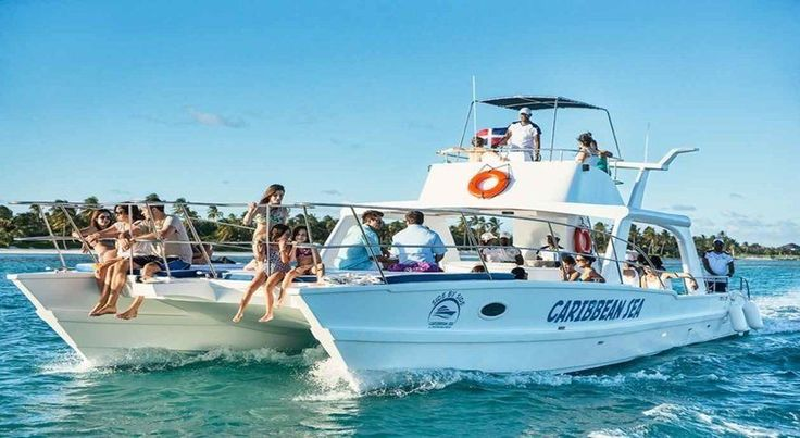 Catamaran Excursions with snorkeling in Punta Cana is one of the catamaran trips the most relaxing found at Punta Cana. The catamaran sail along the coast of Punta Cana with a splendid view of the local population, the hotels, the beaches of white sand and palm trees. #puntacanaexcursions