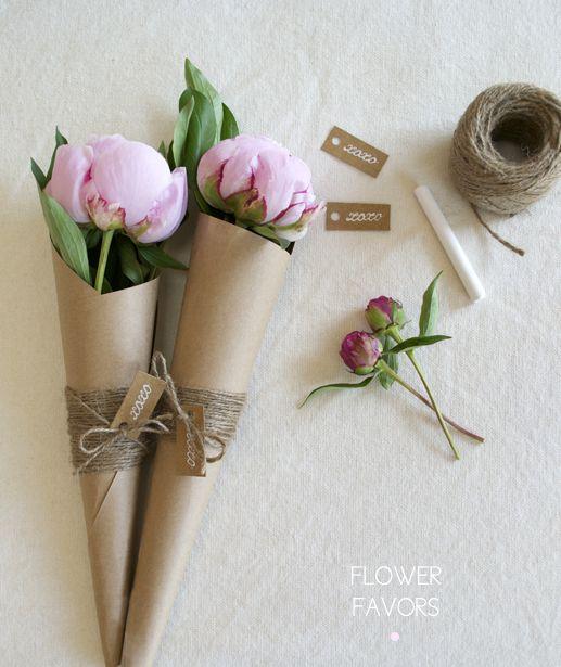 не обязательно дарить огромные букеты цветов что б показать все ваши чувства.Иногда хорошо подобранная мелочь превращает обычный день в праздник, а вот роскошная вещь, выбранная без учёта вкусов не...